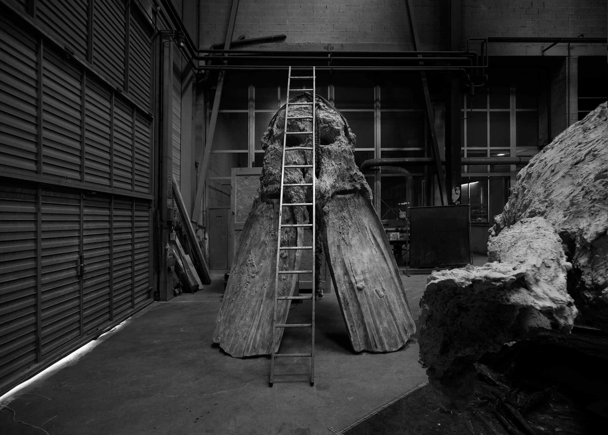 Bronze sculpture, ALYCASTRE, by Miquel Barceló, manufacturing process in Alfa Arte - Courtesy Collection Carmignac