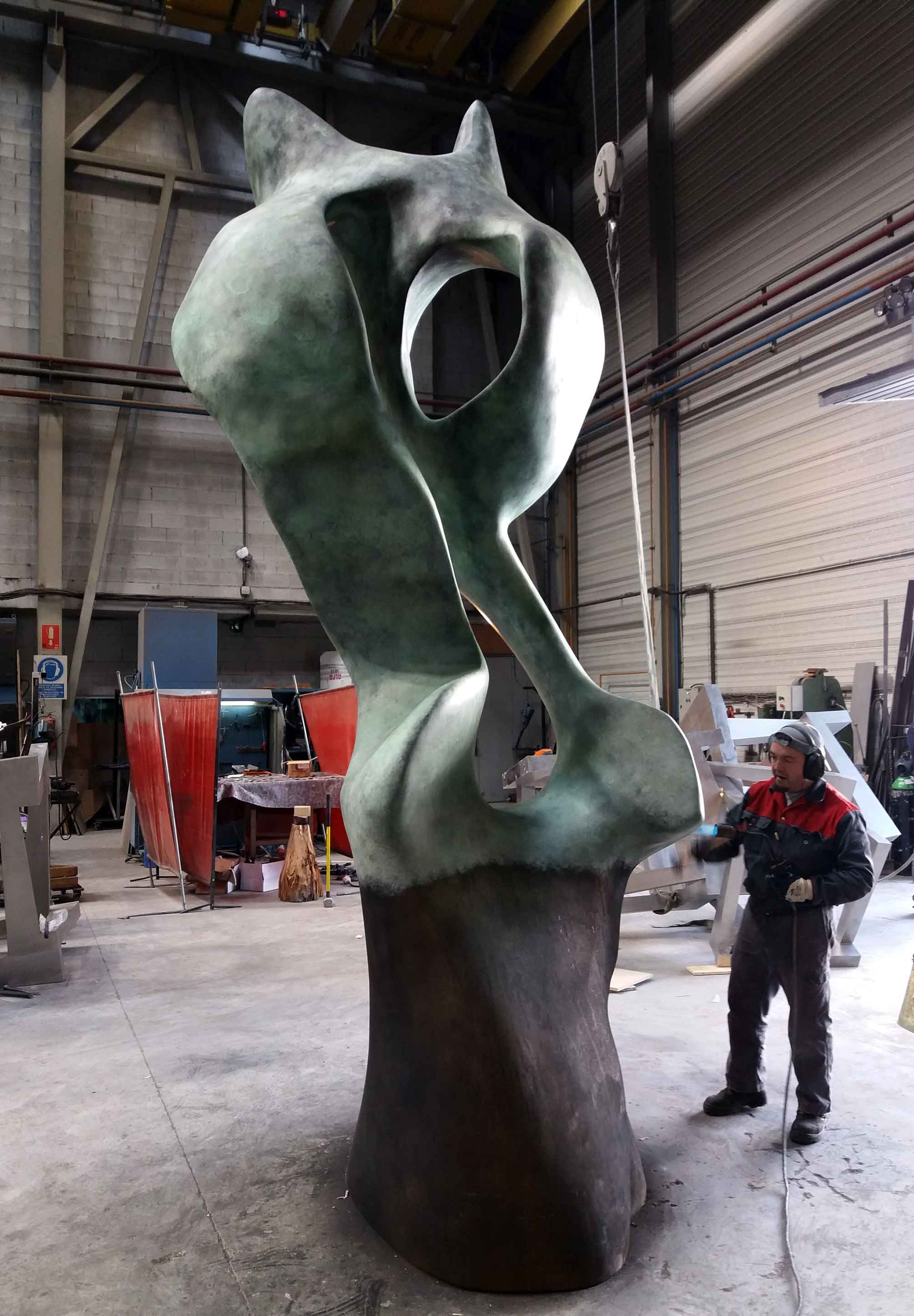 Sculpture BUHO by the sculptor Jesus Gallo Bidegain, for EULEN Group. Production process in Alfa Arte
