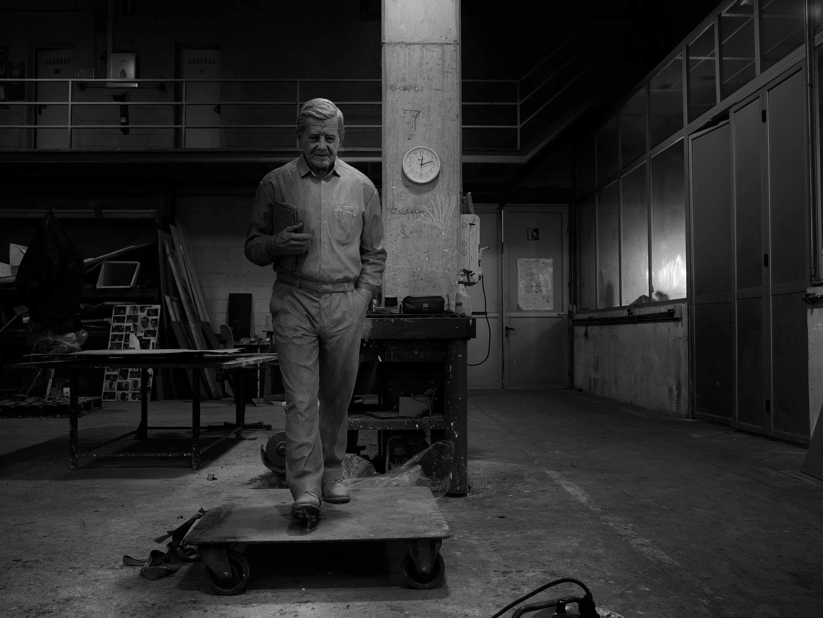 Escultura Homenaje a Carlos Alberto, proyecto para Fegresia de Aceitão - Setúbal - Portugal. Artista : Lourdes Umerez