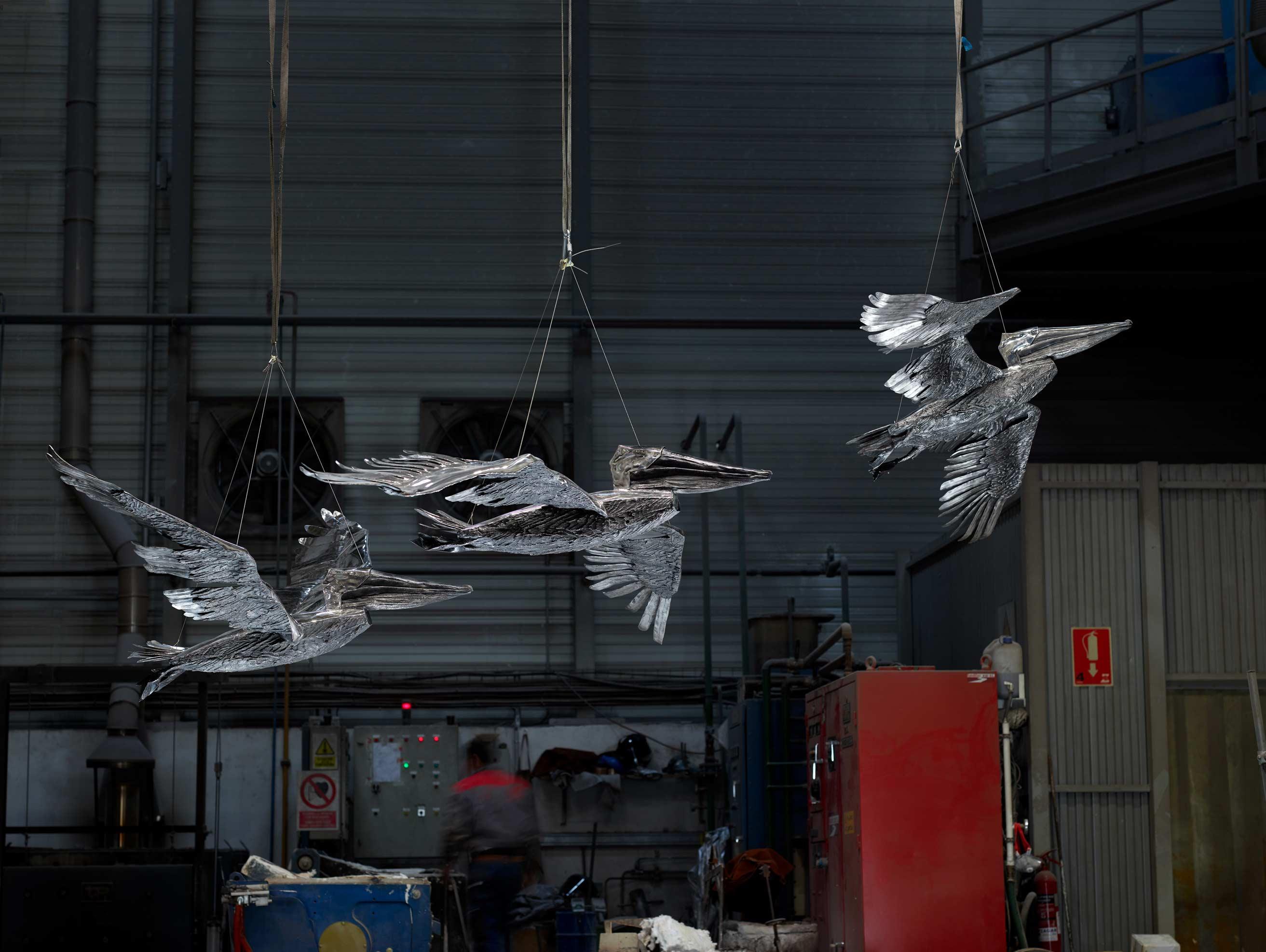 Proyecto escultórico: #PelicansFlyTogether, de Katherine Taylor, en acero inoxidable. Fundida en Alfa Arte, instalada en St. Paul´s School, Concord, NH. USA
