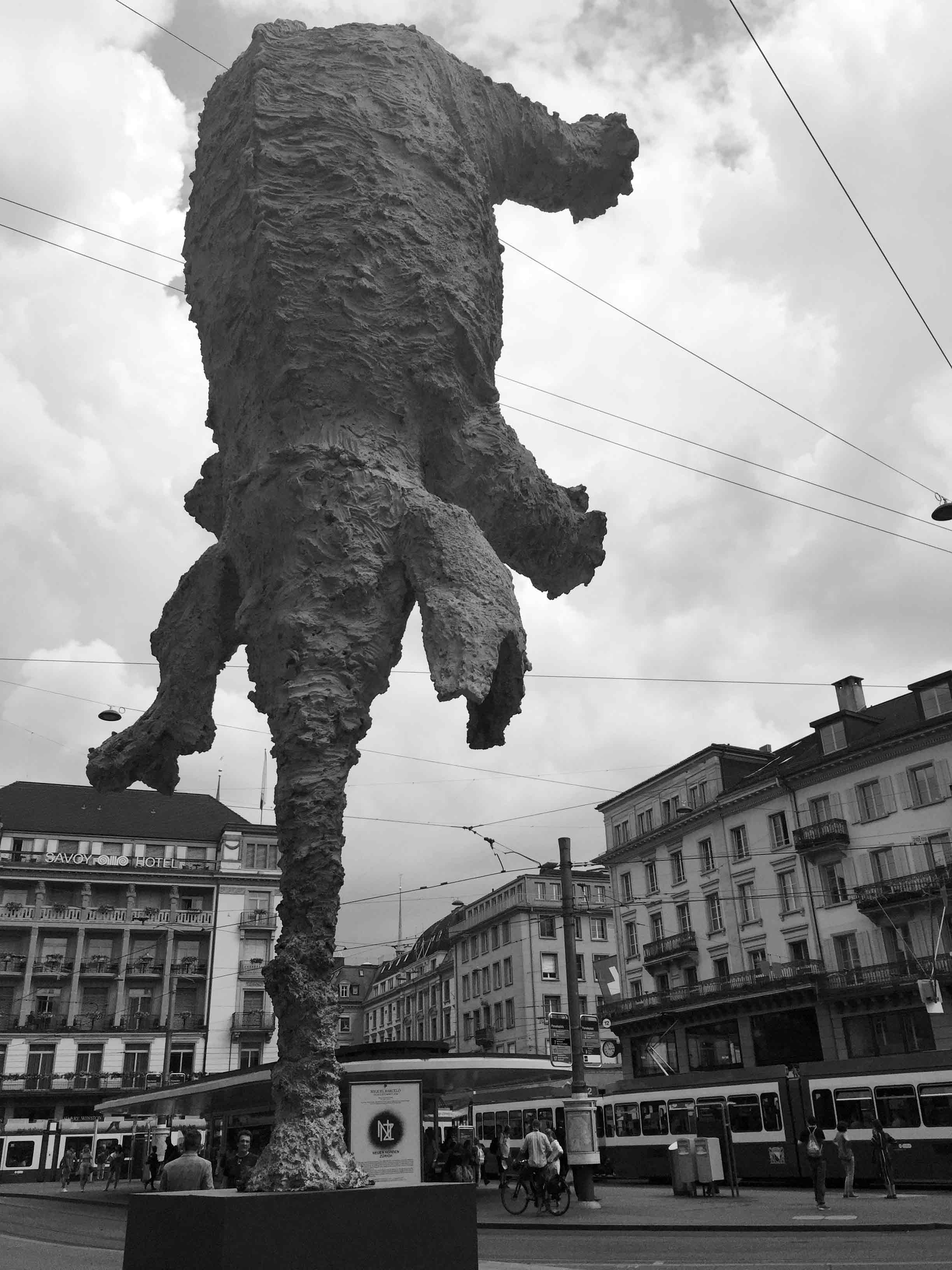 Sculpture GRAN ELEFANDRET, by Miquel Barceló, installed at the Paradeplatz in Zurich by Tobias Mueller Modern Art AG