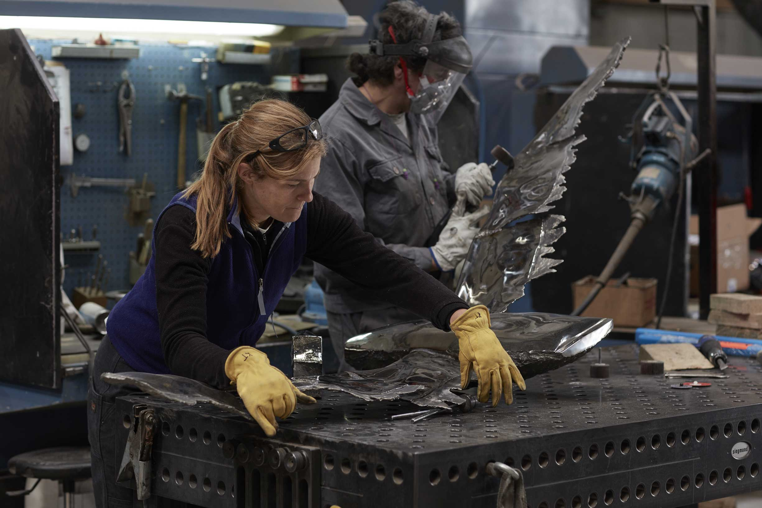 Katherine Taylor working in Alfa Arte. Sculptural project: #PelicansFlyTogether, in stainless steel, installed in St. Paul