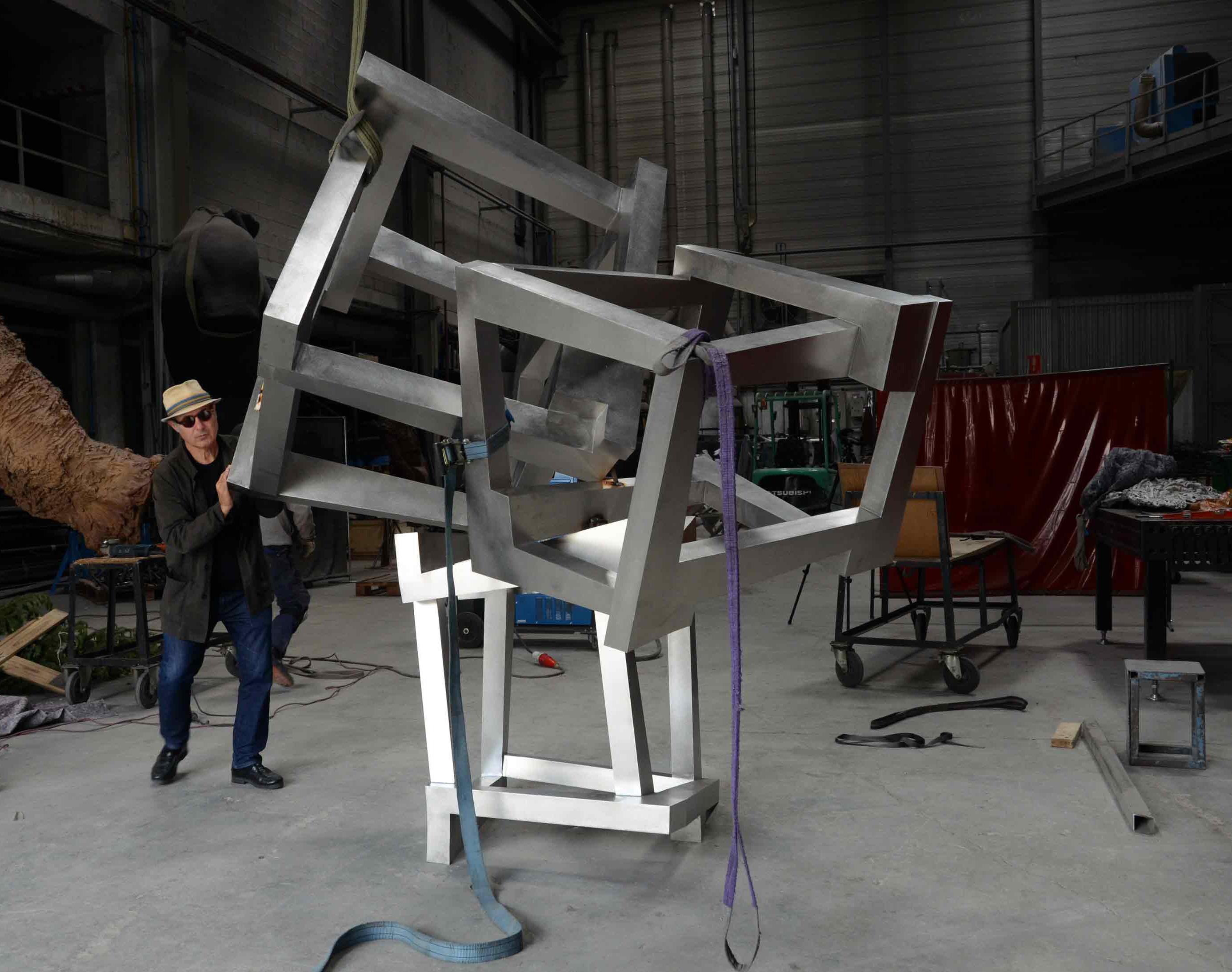 Proyectos Jedd Novatt: Chaos Zatitu, Chaos Goratu, Chaos Zurrunbiloa, Chaos Espiral, Chaos Construction V - Construcción en Acero Inoxidable - Alfa Arte