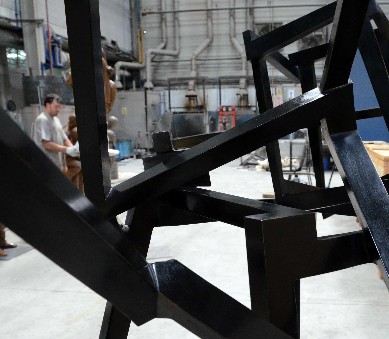 Escultura CHAOS FRENÉTICO - JEDD NOVATT - construida en Alfa Arte