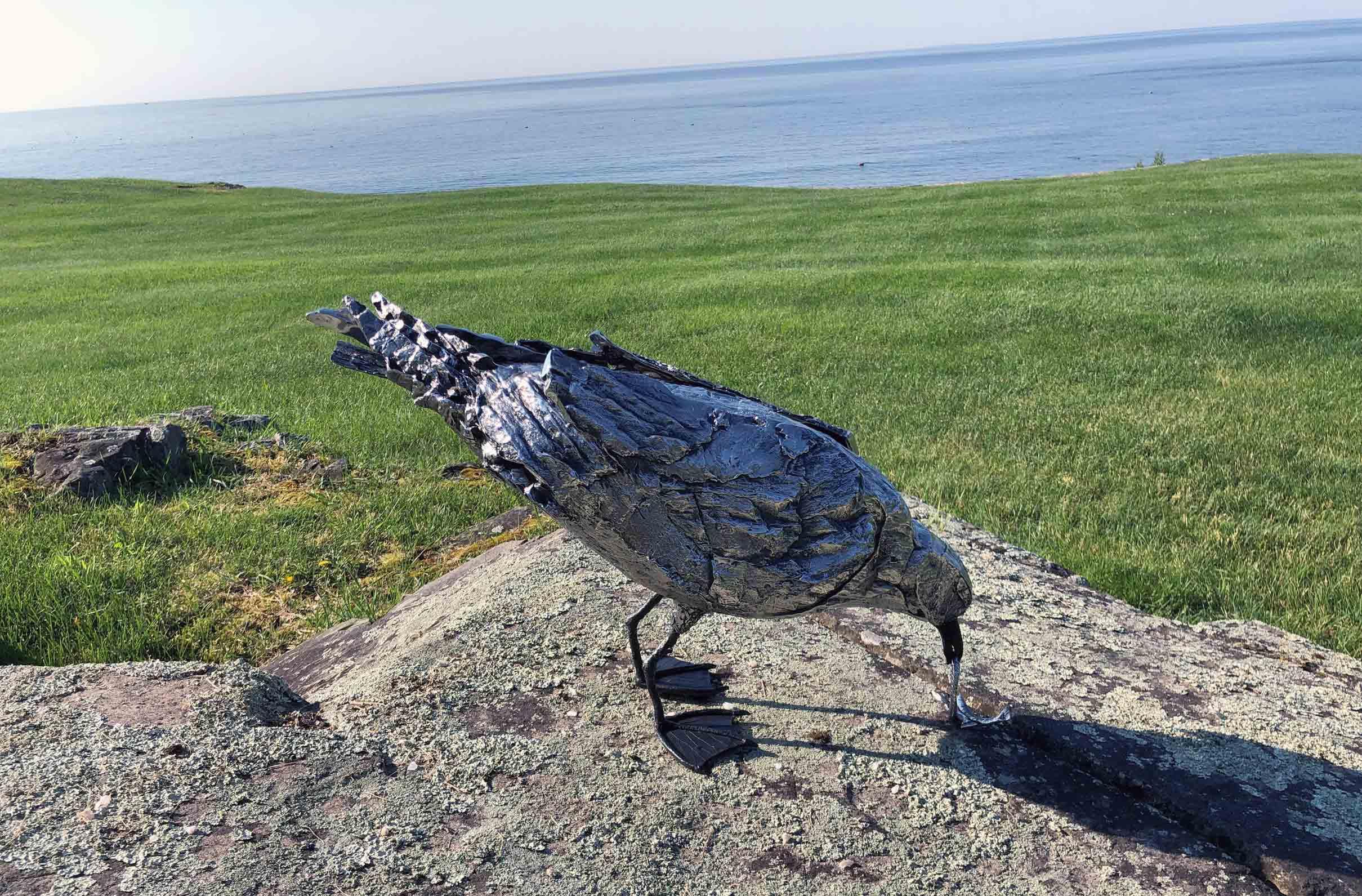 Escultura GAVIOTAS de Katherine Taylor realizadas en Alfa Arte, en acero inoxidable súper dúplex 5A e instaladas en un ambiente marino