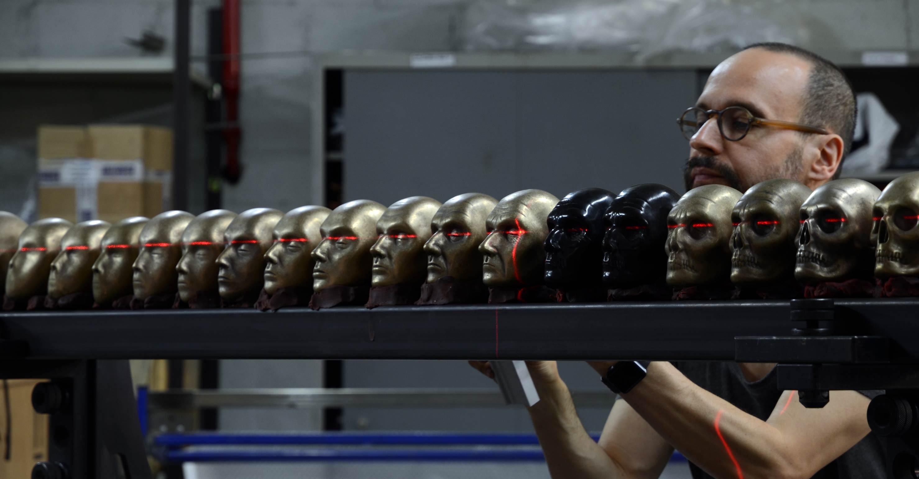 Javier Pérez trabajando en Alfa Arte. Obra: INFINITO PRIVADO