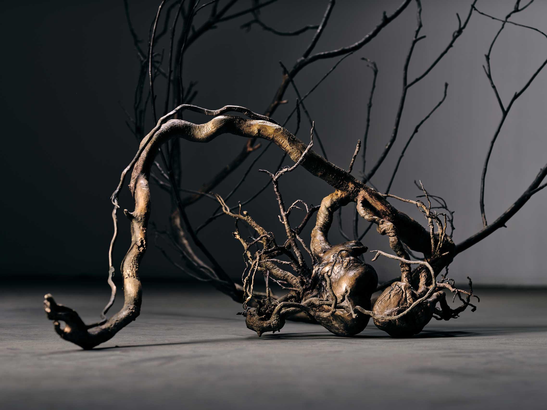 Doble Latido, fragmento. Obra de Javier Pérez realizada en Alfa Arte. Bronce y acero inoxidable.