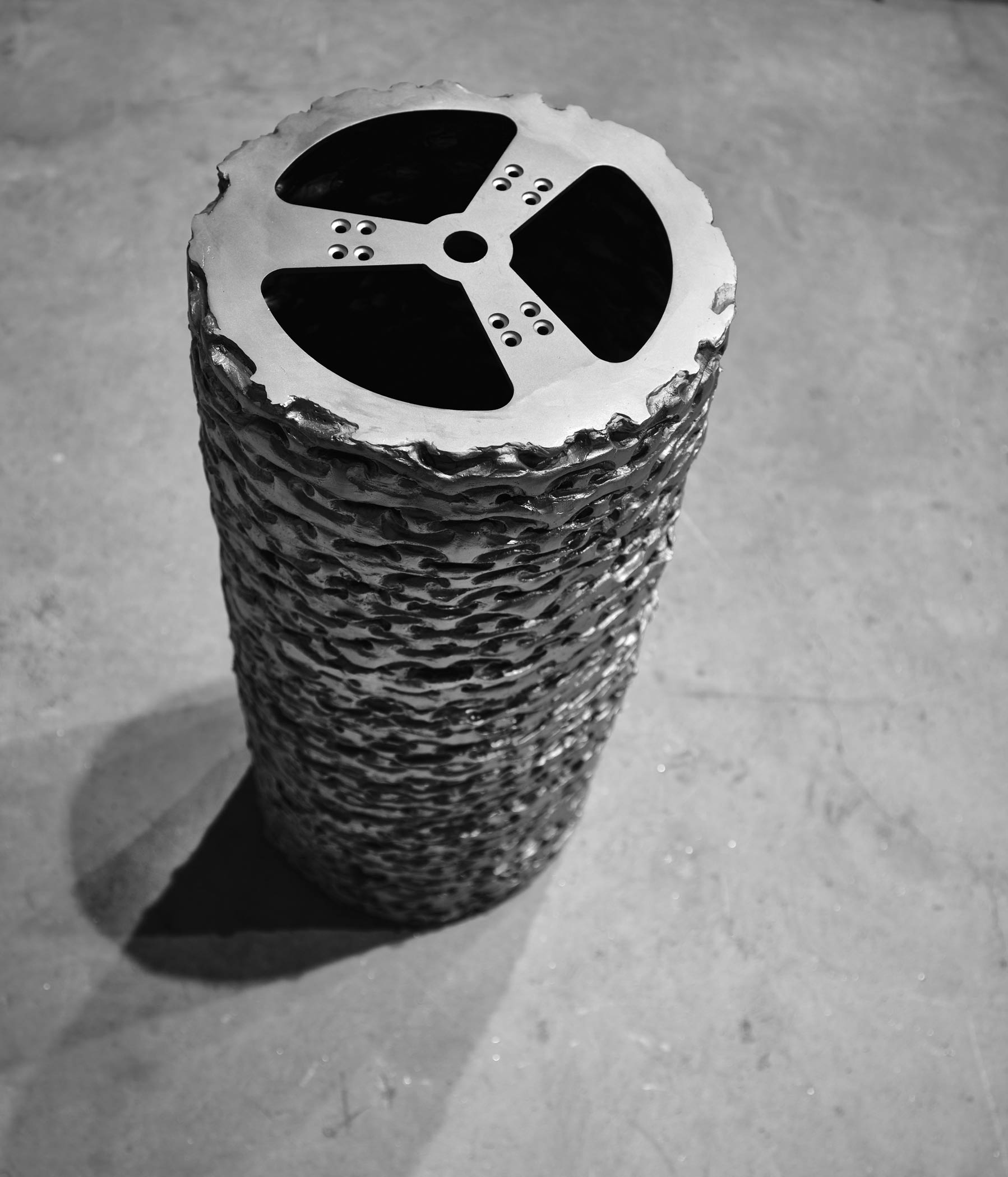 Matriz (base) 2019. Obra, en acero inoxidable,del escultor Asier Mendizabal, producida en Alfa Arte.