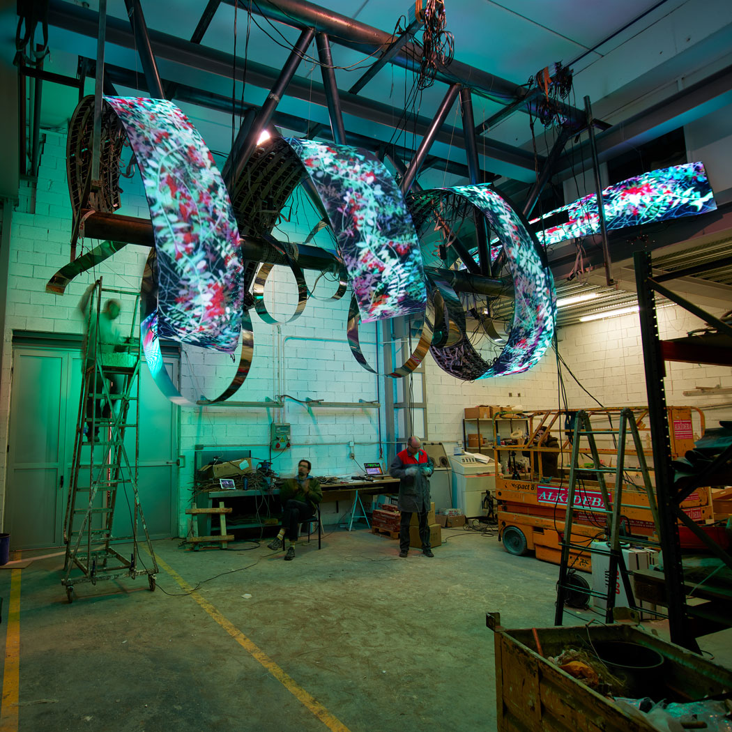 Daniel Canogar and team at Alfa Arte, TENDRIL project. Sculpture installed at the Tampa airport in the USA.