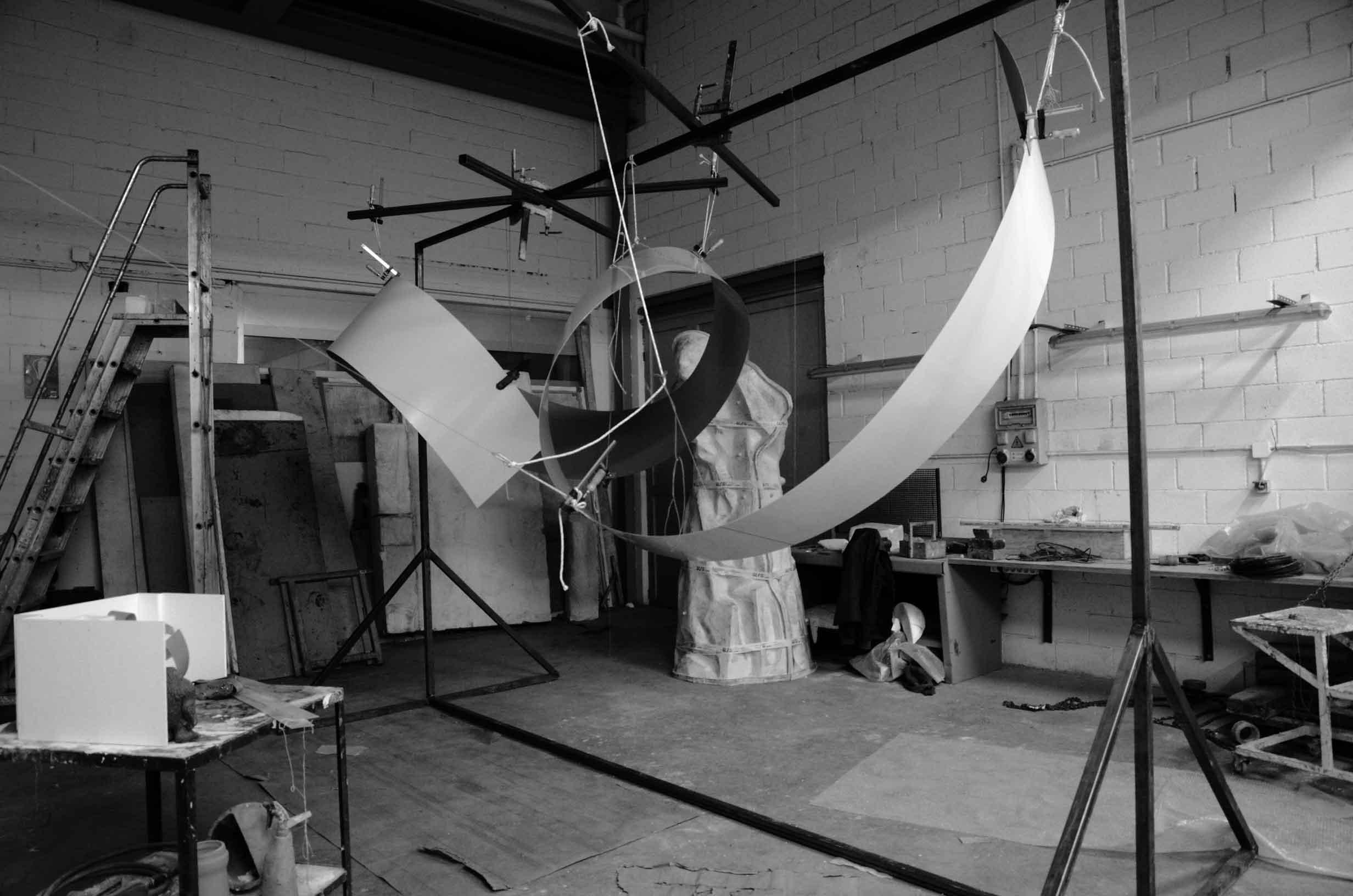 Daniel Canogar, preparation of the work CROSSROAD DKV, in Alfa Arte