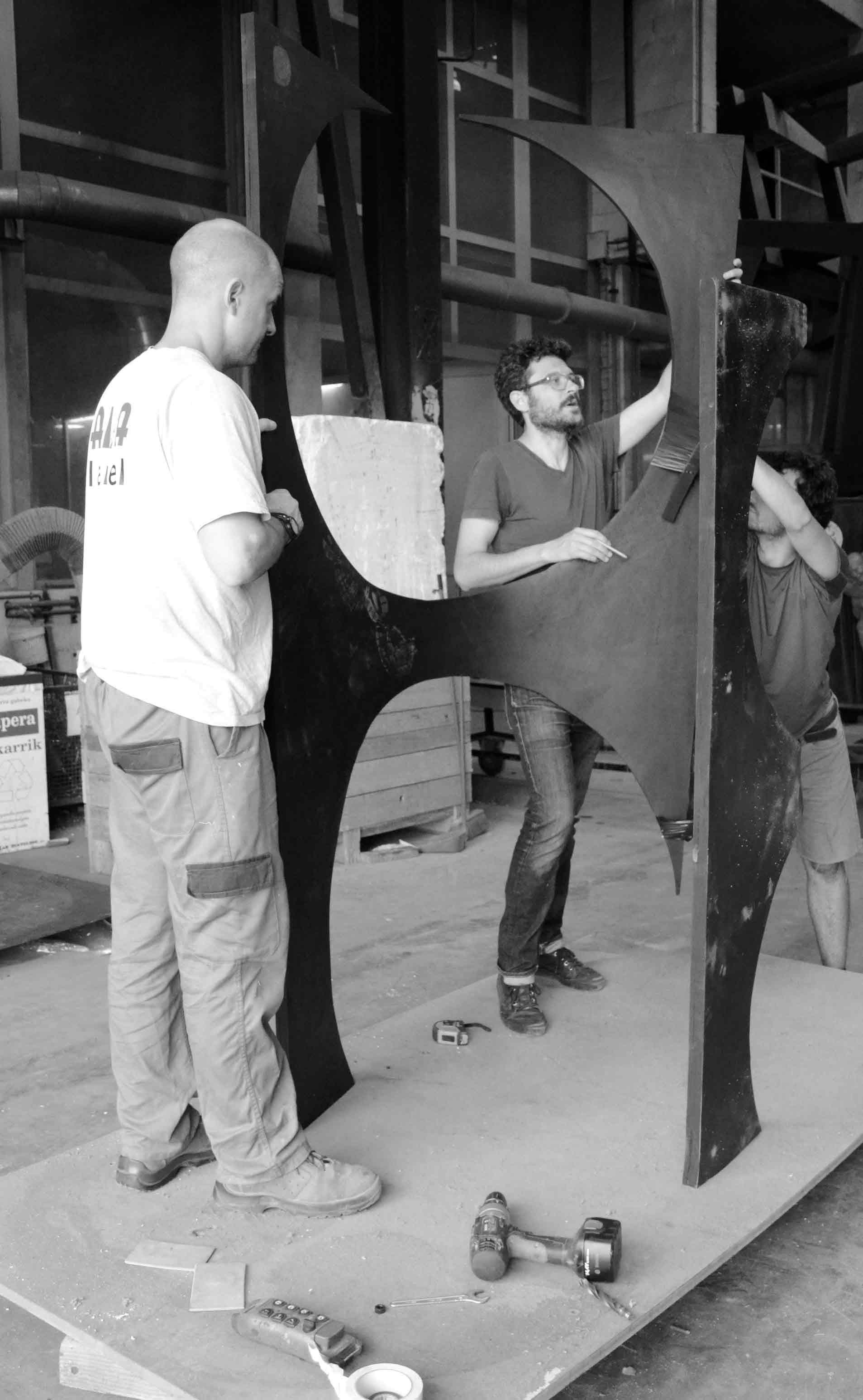 Asier Mendizabal in Alfa Arte. Project: AGORAMAQUIA (el caso exacto de la estatua)