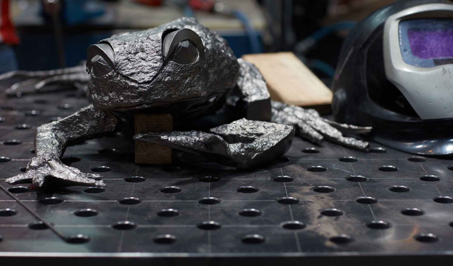 Katherine Taylor. FROGS project. Stainless steel. Alfa Arte