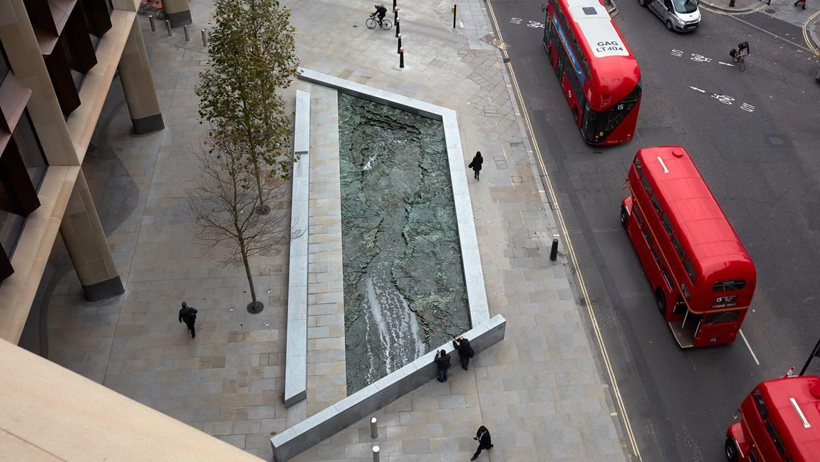 Cristina Iglesias, proyecto ARROYOS OLVIDADOS - FORGOTTEN STREAMS. Bronce. Realizado en Alfa Arte. Escultura instalada en Bloomberg Place, Londres