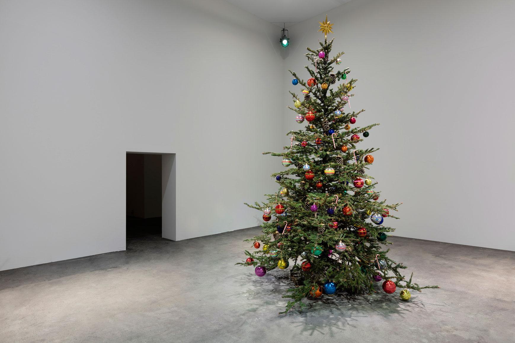 Philippe Parreno. Proyecto FRAUGHT TIMES JULY, acero inoxidable, fundido en Alfa arte. Exposición en Art Basel, Suiza